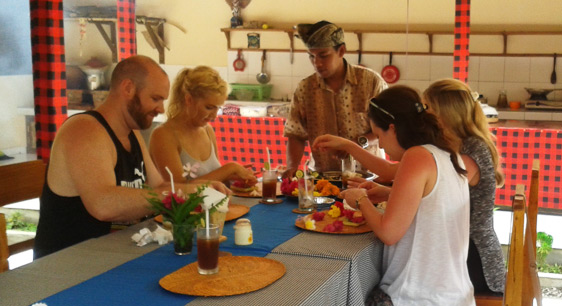 Learn how to make Balinese offerings