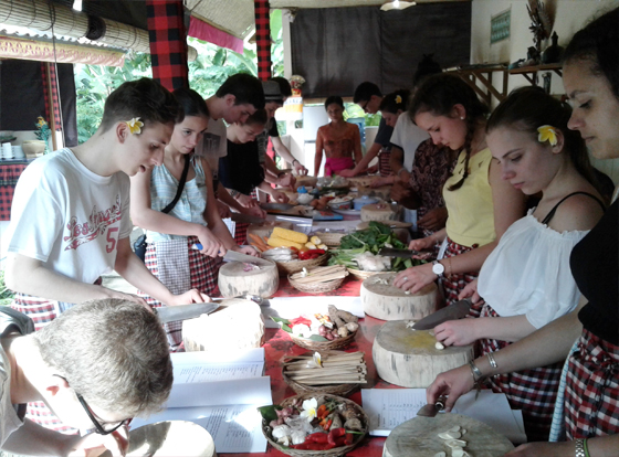 bali-cooking-class-in-action